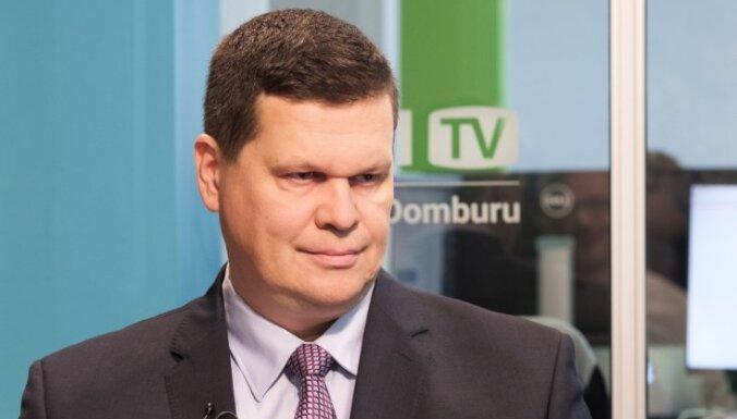 Gerhards par Koļegovas atlaišanu lems vien pēc tiesas sprieduma