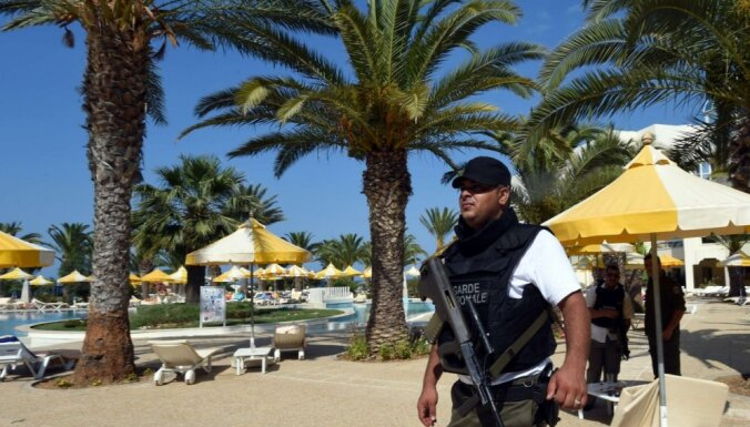 Atbildību par 37 cilvēku slepkavību Tunisijas kūrortā uzņemas 'Islāma valsts'