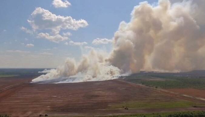 Под Талси вторые сутки горит лес и торфяники: пострадали уже шесть спасателей