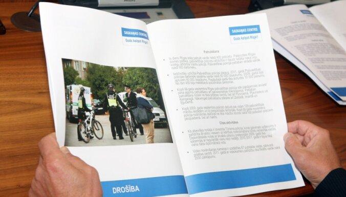 Policija vērtēs Ušakova kabineta priekštelpā aizmirstos SC reklāmas bukletus