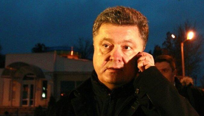 Uguns pārtraukšana Ukrainas austrumos jāpanāk jau šonedēļ, norāda Porošenko