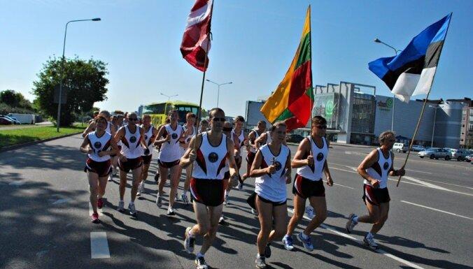 Skrējēju klubs 'Ozolnieki' 600 kilometrus garo Baltijas ceļa maršrutu veiks skriešus