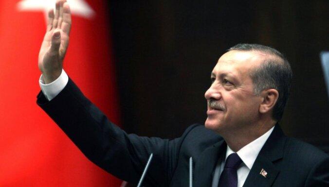 Erdogans aicinās AKP veidot koalīcijas valdību