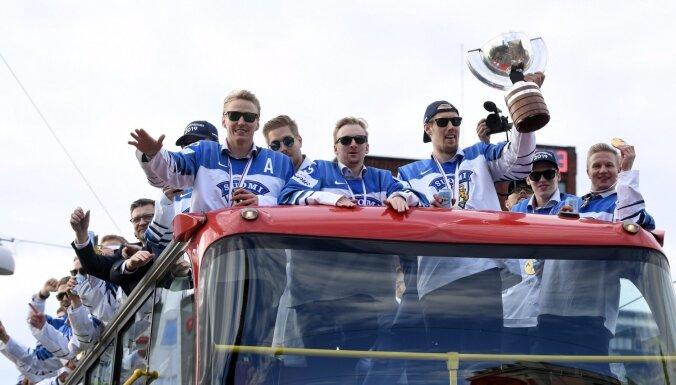Somijas hokeja izlasi Helsinkos sveic aptuveni 50 000 līdzjutēju