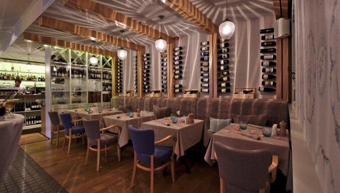 Ресторан Riviera проверяет сотрудников, но открыт для посетителей