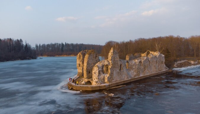 ФОТО: Как выглядят Руины Кокнесского замка ранней весной