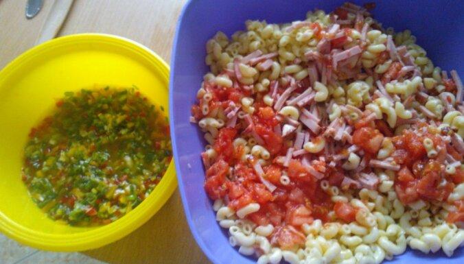 Makaronu un šķiņķa salāti