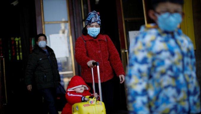 Mirušo skaits koronavīrusa uzliesmojumā Ķīnā sasniedzis 908