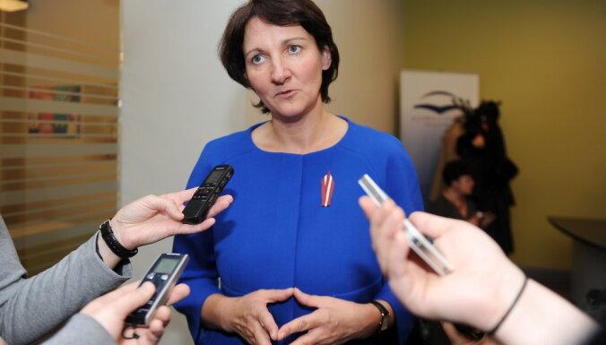 Обмороки в Межапарке: министр образования обсудит отставку со Страуюмой