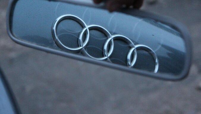 В Межциемсе столкнулись два Audi: госпитализирована женщина