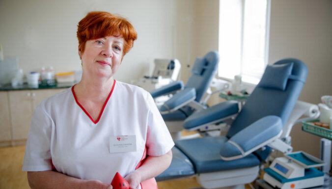Izzini asins ziedošanas aizkulises, dodoties ekskursijā pa Asinsdonoru centru