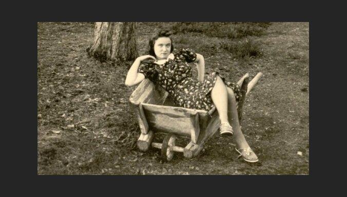 'Es šķetinu savus apvāršņus': dzejniecei Veltai Sniķerei – 100