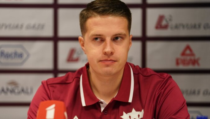 Latvijas sieviešu izlases treneris Gulbis: jāiet uz 'pilnu banku'