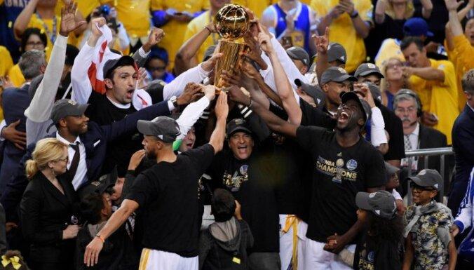 "ВИДЕО: ""Голден Стэйт"" взял реванш у ""Кливленда"" и стал чемпионом НБА"