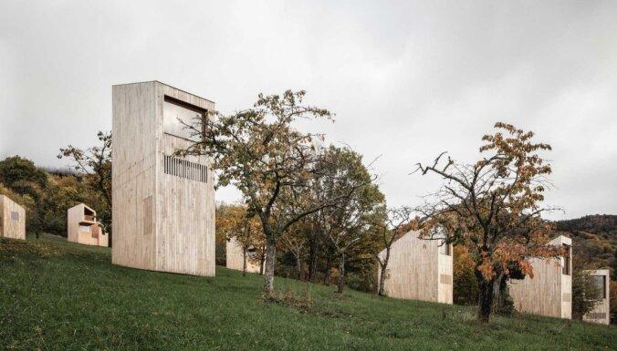 Foto: Mazie koka namiņi Francijā, kas atgādina sērkociņu kastītes