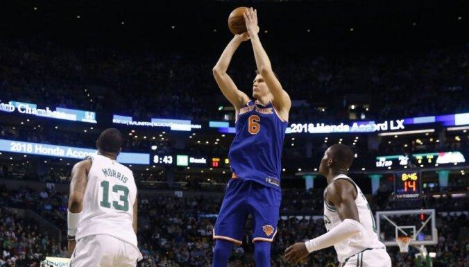 Porziņģis gūst 16 punktus pret spēcīgo 'Celitics' un kļūst par rezultatīvāko latvieti NBA