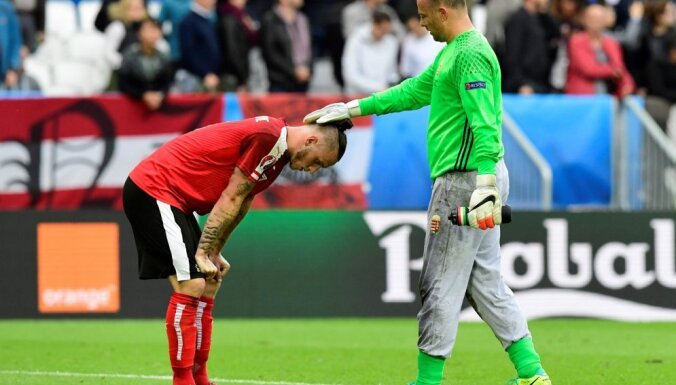 Austria forward Marko Arnautovic, Hungary goalkeeper Gabor Kiraly