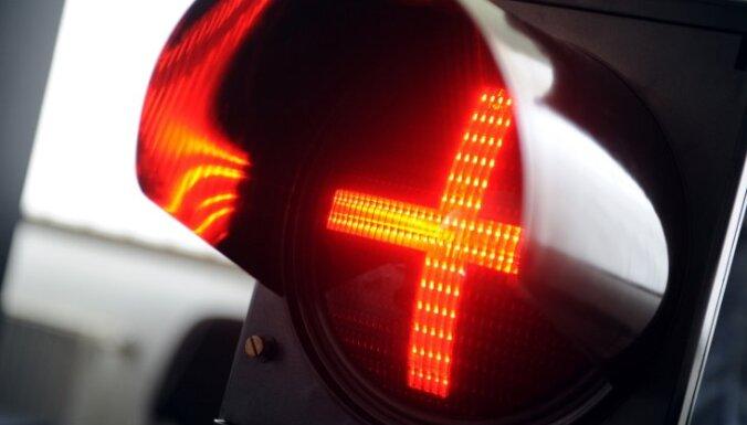 Brīdina par palēninātu satiksmi virzienā uz Saulkrastiem