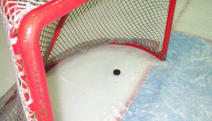 Latvijas hokeja izlase Universiādē piedzīvo graujošu zaudējumu Krievijas studentiem