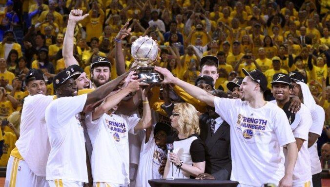 'Warriors' fantastiskā sezona turpinās – pēc 40 gadu pārtraukuma sasniegts NBA fināls