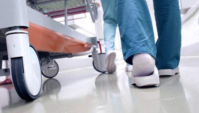 Mediķu atalgojuma pieaugumu un ģimenes ārstu mērķa kritēriju ieviešanu plāno nostiprināt valdības noteikumos