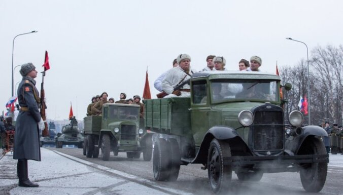 Впервые проведен парад в честь снятия блокады Ленинграда