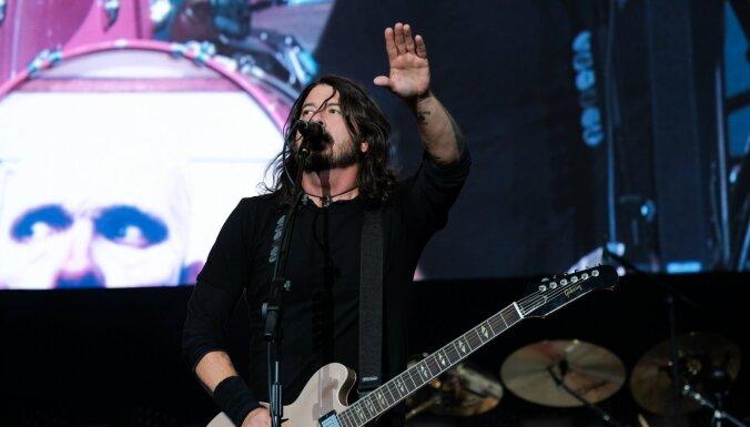 Iznākusi 'Foo Fighters' līdera dokumentālā filma 'What Drives Us'
