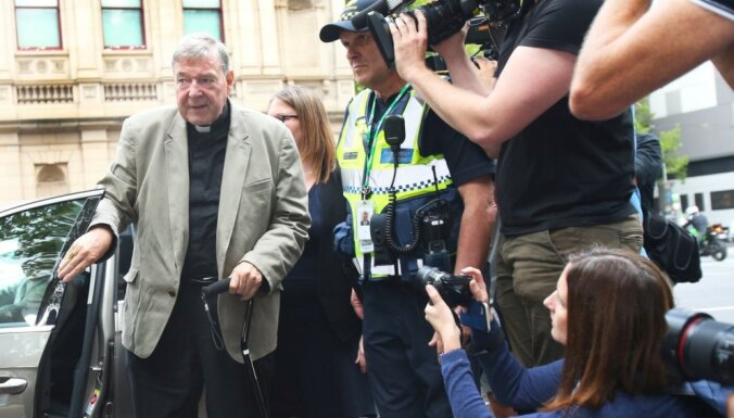 Katoļu kardinālu Pelu atzīst par vainīgu seksuālos uzbrukumos