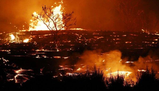 Foto: Kīlauea vulkāna lavas straume atgriezusi no ārpasaules aptuveni 40 mājas