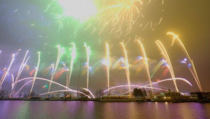На рижский фейерверк в честь юбилея Латвии планируется потратить небывалую сумму