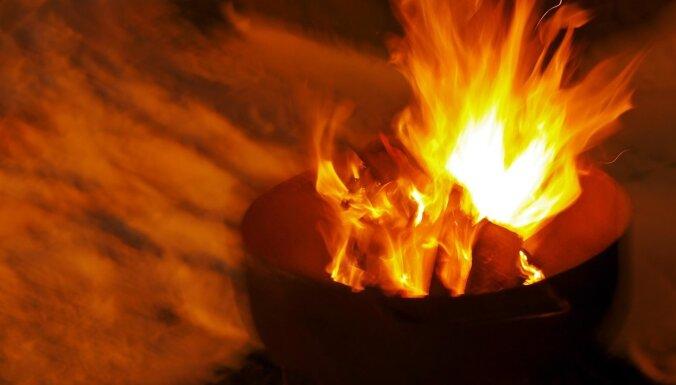 Jūrmalā piedeguša ēdiena izraisītā ugunsgrēkā cietis cilvēks