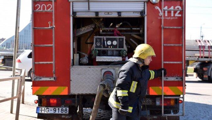 Pirmdien ugunsgrēkos cietuši divi cilvēki