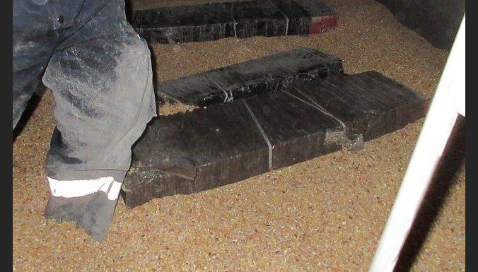 Таможня нашла контрабанду в вагонах с углем и кукурузой