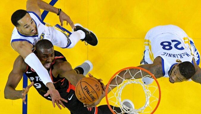 'Raptors' viesos aptur 'punktu mašīnu' Kariju un atgūst vadību NBA finālsērijā