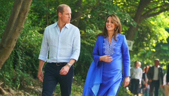 Foto: Princis Viljams un hercogiene Katrīna ierodas vizītē Pakistānā