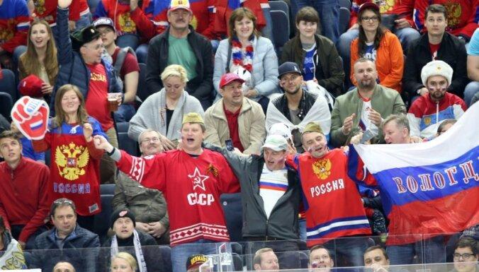 """СМИ России: прорыв """"единороссов"""" в прошлое и глобальная оцифровка населения"""