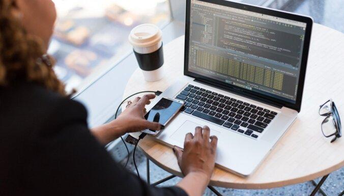 'Viņas programmē labāk' – IT apmācības sievietēm WEB izstrādē un SEO