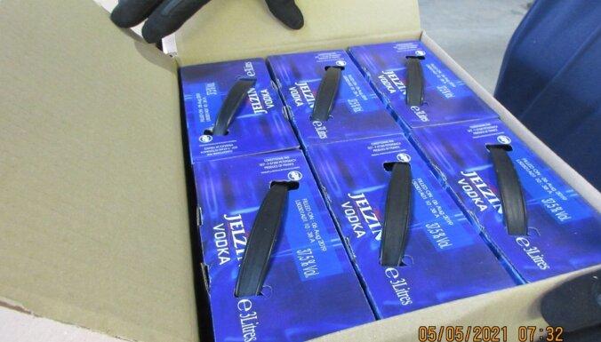 ФОТО. В грузовике обнаружили 2880 бутылок контрабандной водки
