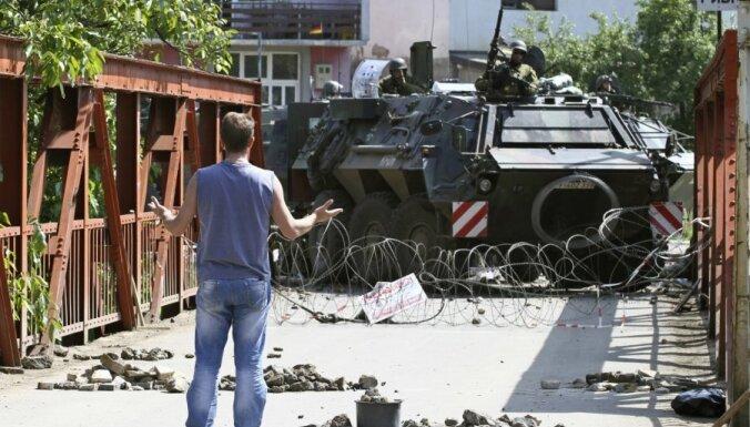 Kosovā apšaudīta ES misijas automašīna