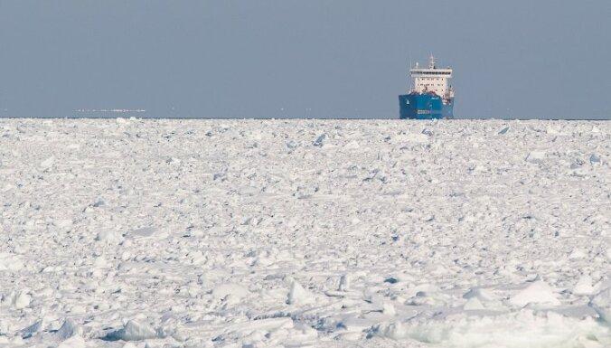 Во льдах Антарктики застряло российское судно