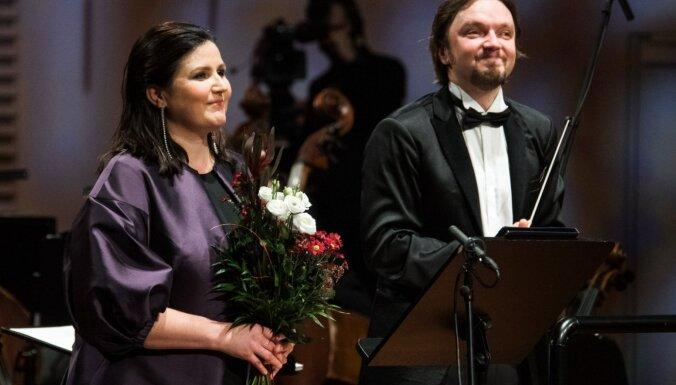 Foto: Liepājā izskanējis valsts svētku koncerts 'Latvijai 102'