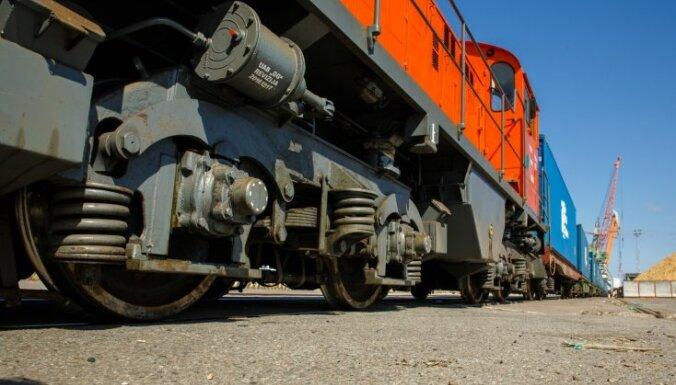 Трагедия на железнодорожном переезде: под колесами поезда погиб прохожий