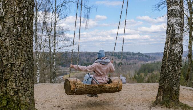 Lieldienās Siguldā varēs izšūpoties vairāk nekā 100 šūpolēs