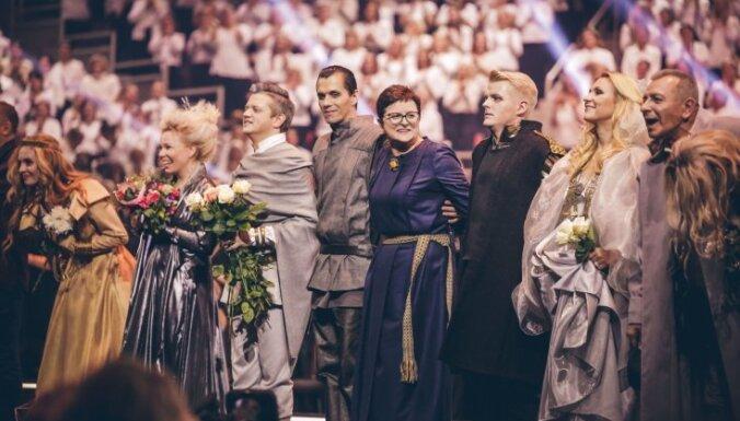 Foto: Pilnā 'Arēnā Rīga' grezni izskanējusi rokopera 'Lāčplēsis'