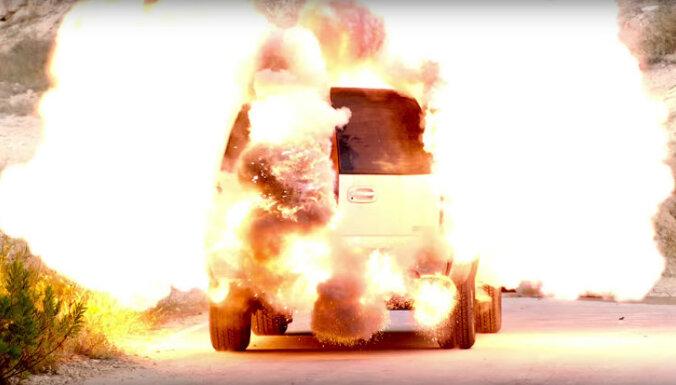 Klārksona jaunajā raidījumā iznīcināti 27 automobiļi