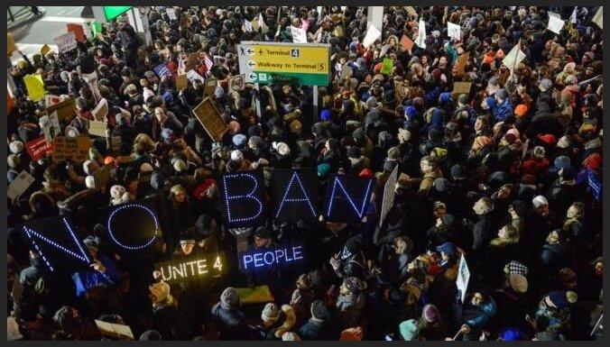 Суд разрешил прибывшим в США мигрантам не исполнять указ Трампа