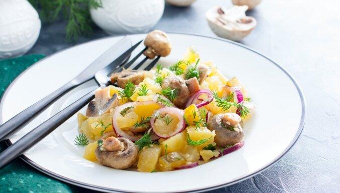 Gavēņa salāti ar kartupeļiem un marinētiem šampinjoniem