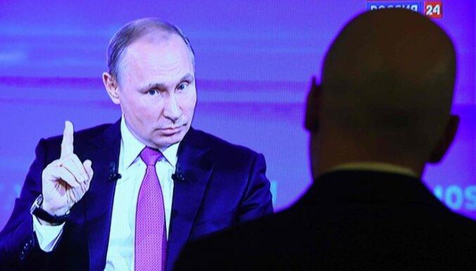 Второй внук, болезнь отца, покупка машины: Путин провел 15-ю прямую линию с россиянами