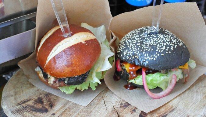 ФОТО: Желтые, черные, красные! На Эспланаде прошел фестиваль бургеров