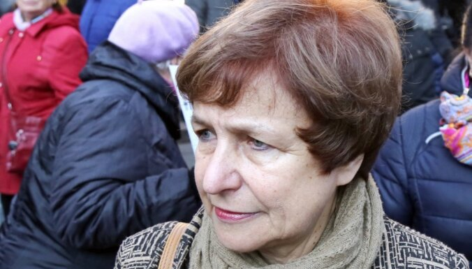 ФОТО: Противники перевода школ на латышский язык провели акцию протеста